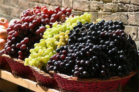 Grapes for sale at a market on the streets of Siena, Tuscany, Italy Stock Photo - Budget Royalty-Free & Subscription, Code: 400-03952496