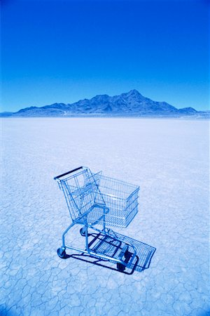 empty shopping cart - Shopping cart in desert Stock Photo - Premium Royalty-Free, Code: 604-00232028