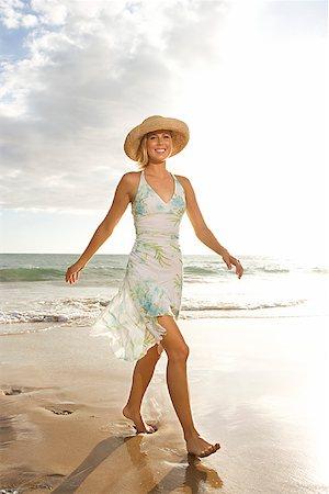 sandi model - Woman on beach/ Stock Photo - Premium Royalty-Free, Code: 604-00938622