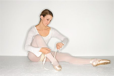 Ballerina tying shoes/ Stock Photo - Premium Royalty-Free, Code: 604-00939464