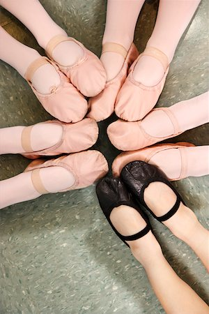 foot model - Ballet students pointing their toes in a circle Stock Photo - Premium Royalty-Free, Code: 604-01119448