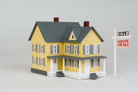 sold sign - Miniature house and for sale sign Stock Photo - Premium Royalty-Free, Code: 604-01570758