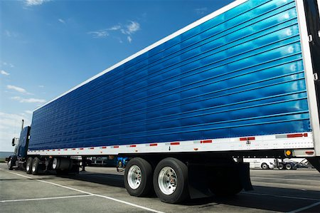 side view tractor trailer truck - Semi-truck Stock Photo - Premium Royalty-Free, Code: 604-01826726