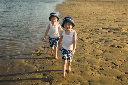 Twin boys Walking on Beach Stock Photo - Premium Royalty-Free, Code: 600-04223562