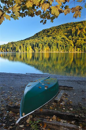 Canoe on Shore, Niedernach, Walchensee, Bavaria, Germany Stock Photo - Premium Royalty-Free, Code: 600-04424947