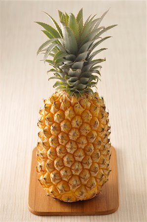 spike - Pineapple Stock Photo - Premium Royalty-Free, Code: 600-04625245