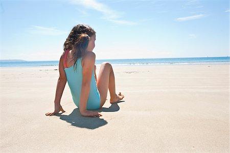 Girl On Beach, Camaret-sur-Mer, Finistere, Bretagne, France Stock Photo - Premium Royalty-Free, Code: 600-05389123