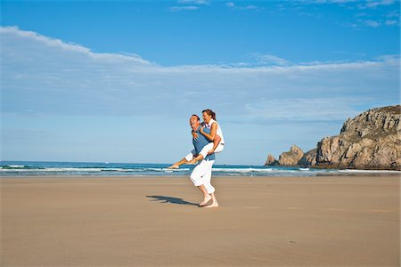 Couple on Beach, Camaret-sur-Mer, Finistere, Bretagne, France Stock Photo - Premium Royalty-Free, Code: 600-05389151