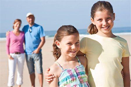 Family on Beach, Camaret-sur-Mer, Finistere, Bretagne, France Stock Photo - Premium Royalty-Free, Code: 600-05389168