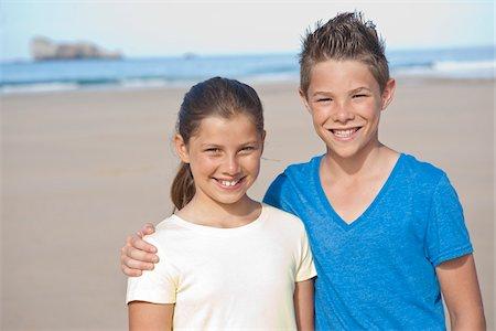 Girl and Boy on Beach, Camaret-sur-Mer, Finistere, Bretagne, France Stock Photo - Premium Royalty-Free, Code: 600-05389163