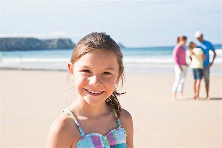 Family on Beach, Camaret-sur-Mer, Finistere, Bretagne, France Stock Photo - Premium Royalty-Free, Code: 600-05389181