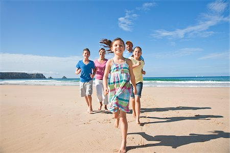 preteen beach - Family on Beach, Camaret-sur-Mer, Finistere, Bretagne, France Stock Photo - Premium Royalty-Free, Code: 600-05389183