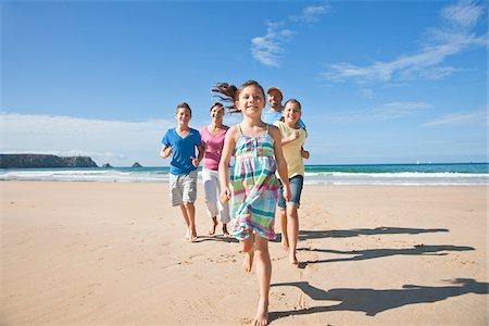 preteen beach - Family on Beach, Camaret-sur-Mer, Finistere, Bretagne, France Stock Photo - Premium Royalty-Free, Code: 600-05389183