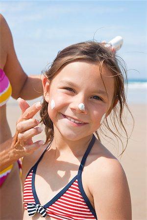Girl on Beach, Camaret-sur-Mer, Finistere, Bretagne, France Stock Photo - Premium Royalty-Free, Code: 600-05389209