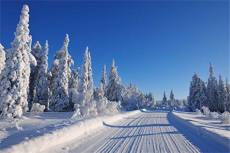 Road, Kuusamo, Northern Ostrobothnia, Oulu Province, Finland Stock Photo - Premium Royalty-Free, Code: 600-05609996