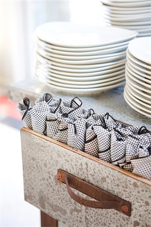 Plates and Napkin Wrapped Cutlery, Ontario, Canada Stock Photo - Premium Royalty-Free, Code: 600-05602739
