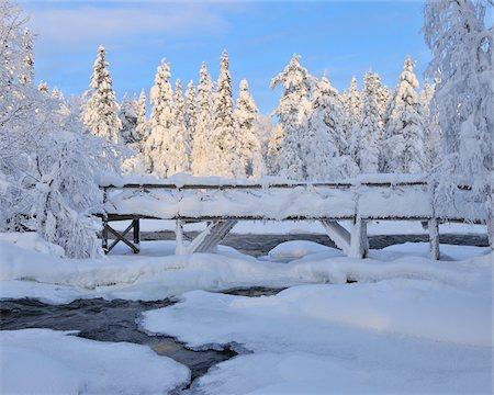 Bridge over Kitkajoki River, Kuusamo, Northern Ostrobothnia, Finland Stock Photo - Premium Royalty-Free, Code: 600-05610026