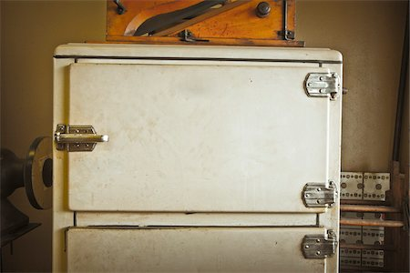 fridge - Close-up of Old Refrigerator, Texas, USA Stock Photo - Premium Royalty-Free, Code: 600-05641695