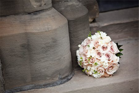 Bridal Bouquet on Stone Stairs Stock Photo - Premium Royalty-Free, Code: 600-05803400