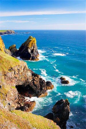 Sea stacks and Cliffs at Kynance Cove, Lizard Peninsula, Cornwall, England Stock Photo - Premium Royalty-Free, Code: 600-05803650