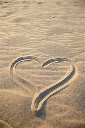 drawing (artwork) - Heart Drawing on Sand, Biscarrosse, Landes, Aquitaine, France Stock Photo - Premium Royalty-Free, Code: 600-05854219