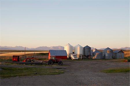 Farm with Barn, Tractors and Silos, Pincher Creek, Alberta, Canada Stock Photo - Premium Royalty-Free, Code: 600-05855353