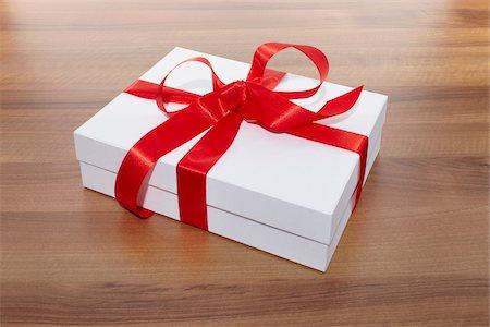 Gift Stock Photo - Premium Royalty-Free, Code: 600-05947679