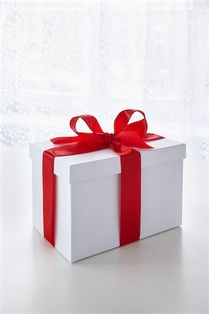 Gift Stock Photo - Premium Royalty-Free, Code: 600-05947683