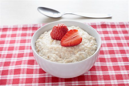 Bowl of Porridge Stock Photo - Premium Royalty-Free, Code: 600-05947691