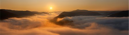 Mosel Valley Covered in Fog at Sunrise, near Bremm, Cochem-Zell District, Rhineland-Palatinate, Germany Stock Photo - Premium Royalty-Free, Code: 600-05948223