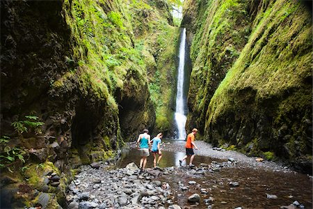 People Hiking in Oneonta Gorge, Oregon, USA Stock Photo - Premium Royalty-Free, Code: 600-05948250