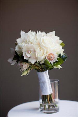 Bridal Bouquet on Table, Toronto, Ontario, Canada Stock Photo - Premium Royalty-Free, Code: 600-05973577