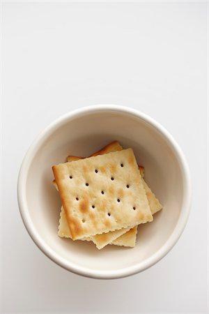Soda Crackers in Bowl Stock Photo - Premium Royalty-Free, Code: 600-05973626