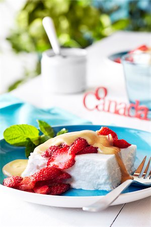 Coconut Pudding with Strawberries for Canada Day Stock Photo - Premium Royalty-Free, Code: 600-06059767