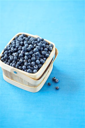 Basket of Blueberries Stock Photo - Premium Royalty-Free, Code: 600-06059763