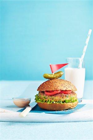 pennant flag - Vegetarian Burger Stock Photo - Premium Royalty-Free, Code: 600-06059796