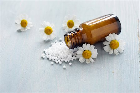 pharmaceutical plant - Chamomile and Homeopathic Medicine Stock Photo - Premium Royalty-Free, Code: 600-06180196