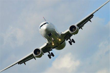 Approaching Airplane, Frankfurt Airport, Frankfurt, Hesse, Germany Stock Photo - Premium Royalty-Free, Code: 600-06334283