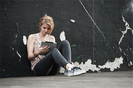 Teenage Girl Listening to iPad, Mannheim, Baden-Wurttemberg, Germany Stock Photo - Premium Royalty-Free, Code: 600-06355200
