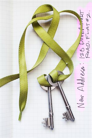 renting - Skeleton Keys on Shoelace Stock Photo - Premium Royalty-Free, Code: 600-06383844