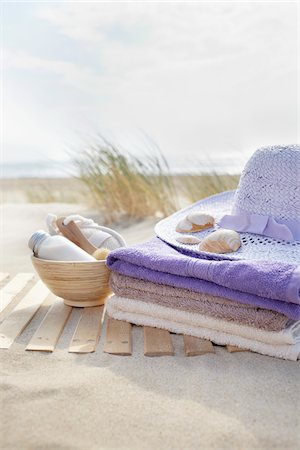Bathing Products, Towels, and Sunhat, Cap Ferret, Gironde, Aquitaine, France Stock Photo - Premium Royalty-Free, Code: 600-06407744