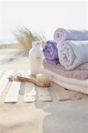 Bathing Products and Towels, Cap Ferret, Gironde, Aquitaine, France Stock Photo - Premium Royalty-Free, Code: 600-06407745