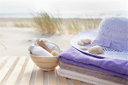 Bathing Products, Towels, and Sunhat, Cap Ferret, Gironde, Aquitaine, France Stock Photo - Premium Royalty-Free, Code: 600-06407743
