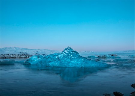 Jokulsarlon Glacial Lake in Iceland. It is situated at the south end of the glacier Vatnajokull between Skaftafell National Park and the town Hofn. Stock Photo - Premium Royalty-Free, Code: 600-06407806