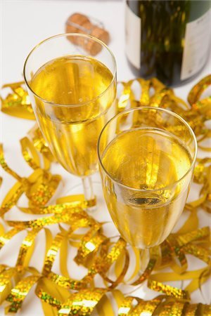 Two Glasses of Sparkling Wine and Streamers Stock Photo - Premium Royalty-Free, Code: 600-06438861