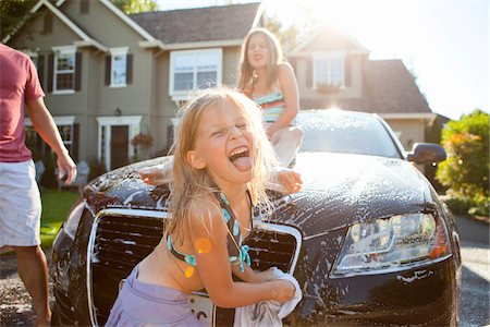 A family washes their car in the driveway of their home on a sunny summer afternoon in Portland, Oregon, USA Stock Photo - Premium Royalty-Free, Code: 600-06531429