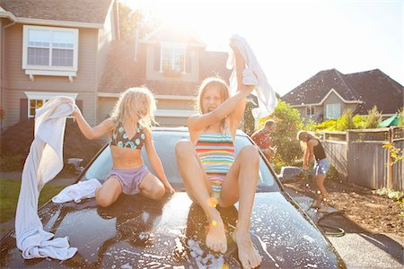 A family washes their car in the driveway of their home on a sunny summer afternoon in Portland, Oregon, USA Stock Photo - Premium Royalty-Free, Code: 600-06531432