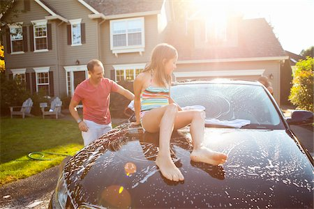 Family washing their car in the driveway of their home on a sunny summer afternoon in Portland, Oregon, USA Stock Photo - Premium Royalty-Free, Code: 600-06531476