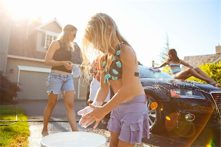 Family washing their car in the driveway of their home on a sunny summer afternoon in Portland, Oregon, USA Stock Photo - Premium Royalty-Free, Code: 600-06531477