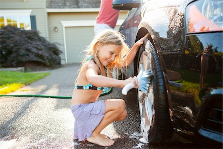 Young daughter helps father wash their car in the driveway of their home on a sunny summer afternoon in Portland, Oregon, USA Stock Photo - Premium Royalty-Free, Code: 600-06531473